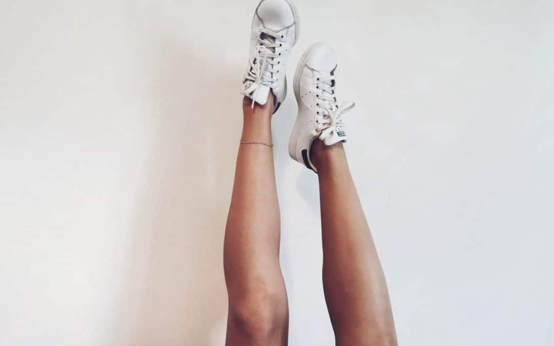Pourquoi porter des sneakers cet été?